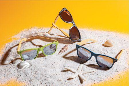 solglasögon med logo
